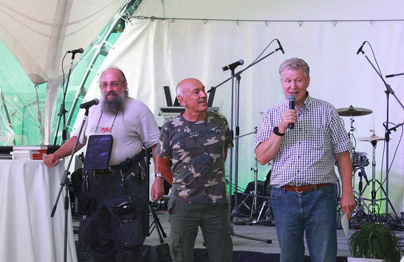 А.А. Вассерман, Н.Н. Латыпов и профессор Н.Н. Карнаухов перед награждением молодых специалистов